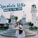 Let's dining in the park at Chocolate Ville!