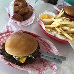Schoops Hamburgers의 사진