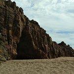 Pedra vista de lado no horário da manhã (maré baixa).