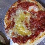 Esfiha de tomate seco com parmesão.