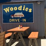 Woodies Drive In resmi