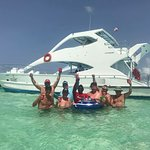 Floating bar and clear blue waters!