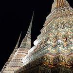 Wat Pho at night (330910676)