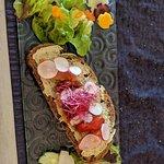 Entrée : tartine au beurre de sardine et saumon