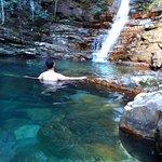 Um dos poços com cachoeira