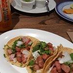 Tacos de chicharron de atun