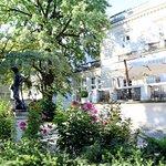Widok z tarasu na ogrów i park Ujazdowski umili każdy posiłek.