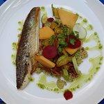 Filet de vive, courgettes sautées au chorizo, melon, semoule / coeur de boeuf