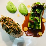 chicken main course with asparagus & morels