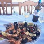 Στο καλύτερο σημείο του Μαγαζιού μας , με θαλασσινά και Λευκό κρασι!