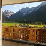 la veduta della camera al 2^ piano sulla valle Fiscalina e le montagne delle dolomiti