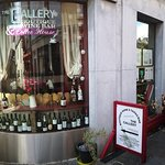 Photo de The Gallery Wine & Tapas Bar