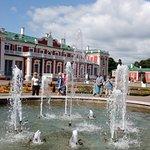 Вид на дворец и фонтан