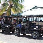 Para chegar lá e em outros locais da ilha recomendo um carrinho de Golf
