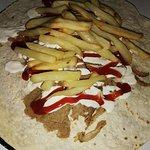 Kebab de carne y patatas en su interior