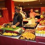 Stéphane, Chef de cuisine, au buffet fruits