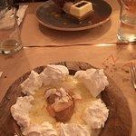 arroz con leche con helado de dulce de leche y merengues- pionono con mascarpone y helado de caf