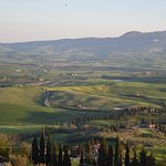 View south across the Val d'Orcia from Pienza's city walls