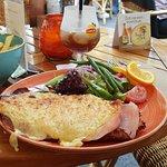 Naam van het restaurant#schnitzel met ham en kaas  T