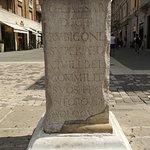 Колонна Юлий Цезарь (La colonna di Giulio Cesare)