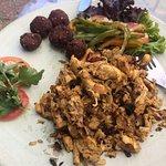 pollo y falafel