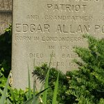 صورة فوتوغرافية لـ ‪Edgar Allan Poe's Grave Site and Memorial‬