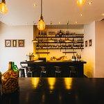 Photo de EPICUR - Wine Boutique & Bar