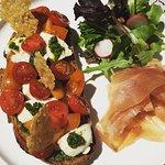 Tartine Mozza, Tomaters, Jambon Serano