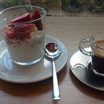 café ou coalhada com frutas?