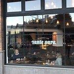 Tante Sara Cafe Bar resmi
