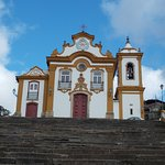 ...vista frontal da igreja