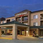 Courtyard Bloomington Normal