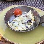 Schlutzkrapfen mit Spinatfüllung in Kamptaler Blütenbutter mit geschmolzenen Tomaten und Ziegenk