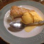 Bakewell Tart & Ice Cream