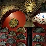 Un lugar de Andalucía en Buenos Aires: preciosos abanicos, que se usan como Carta para la comida