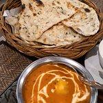 Butter chicken & garlic naan