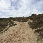 Alguns trechos de subida da trilha pela praia
