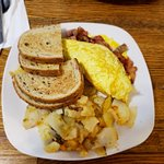 Great lunch, had the Vermonteer omelet. Bacon sausage, ham plus home made home fries. Highly rec