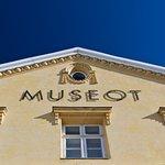 Varkauden museoiden julkisivu yläviistosta