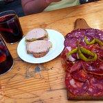 Tartines foie gras, planche charcuterie et sangria