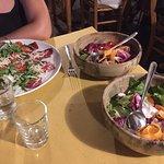 Bresaola con rughetta e pomodorini + 2 insalate