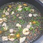 Excelente ensalada en el restaurante bollullo beach!!!! Y ni hablar del magnifico arroz negro!!!
