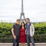 Carro a disposição para uma sessão de fotos sobre paris, Parada para registrar Nossa Dama de fer