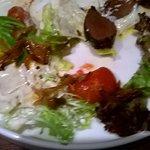 Салат с олениной гриль. Оленина была ну прямо очень...Еле успела сфоткать последний лакомый кусо