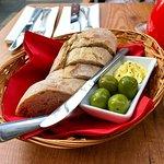Tatar vom Rinderfilet als Vorspeise und Beef Ribs als Hauptspeise