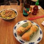 involtini di carta di riso ed insalata