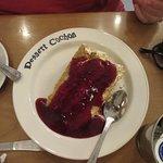 Gâteau vanille, coulis de framboise