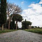 scorcio di passeggiata sull'Appia Antica