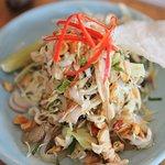 chicken cabbage salad w/pickled jellyfish