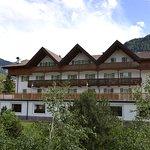 vista esterna dell'hotel con terrazza panoramica